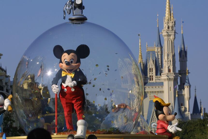 "Alex Morgan se disculpó tras ser expulsada de Disney por ""conducta agres..."