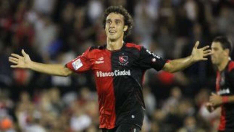 Newell's goleó al Nacional de Uruguay.