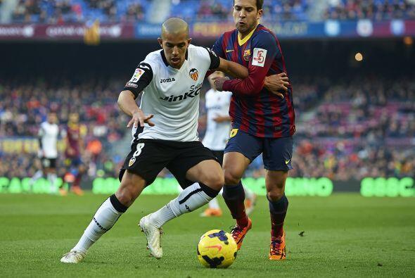 El Valencia se encerró atrá para evitar el vendaval blaugrana.