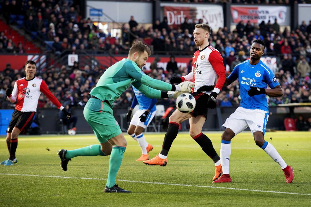 PSV Eindhoven derrotó 1-3 a Feyenoord en duelo clave de Eredivisie 63655...