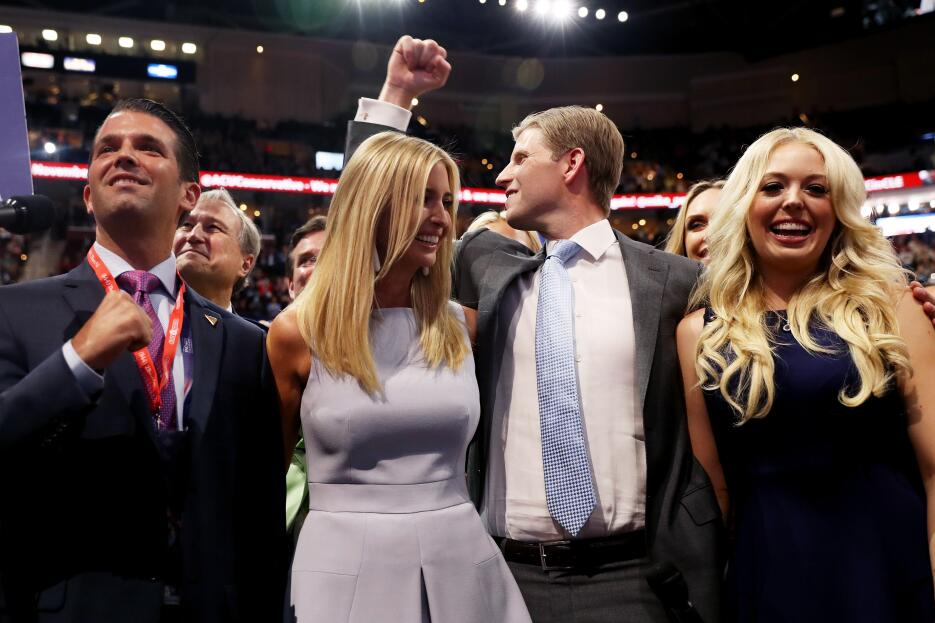 Donald Trump Jr. (izquierda), Ivanka Trump, Eric Trump y Tiffany Trump c...