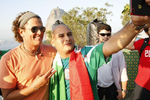 Un selfie no cae nada mal. Acá junto a un fanático de la Selección Mexic...