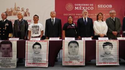 López Obrador firma decreto para crear comisión que investigue la verdad del caso Ayotzinapa