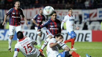 Verón durante un partido de Copa Libertadores.