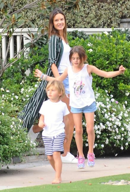 Alessandra Ambrosio takes her kids to lunch in Malibu, California. The b...