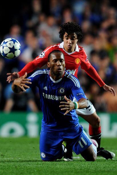 El brasileño Rafael cumplió un buen papel al  marcar a los peligrosos at...