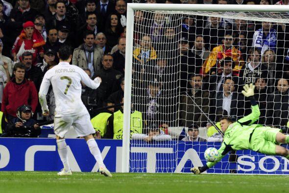Ya en la tanda de penales, Cristiano Ronaldo ejecutó el primero p...