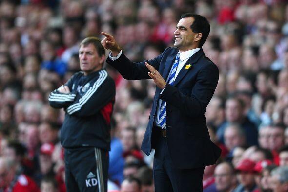 Ambos técnicos estuvieron muy activos dando indicaciones. Wigan festejó...