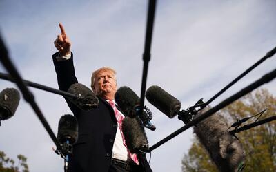 El presidente Donald Trump dio una rueda de prensa este martes, antes de...