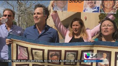 Mark Ruffalo protesta en Los Ángeles contra los sacerdotes pederastas