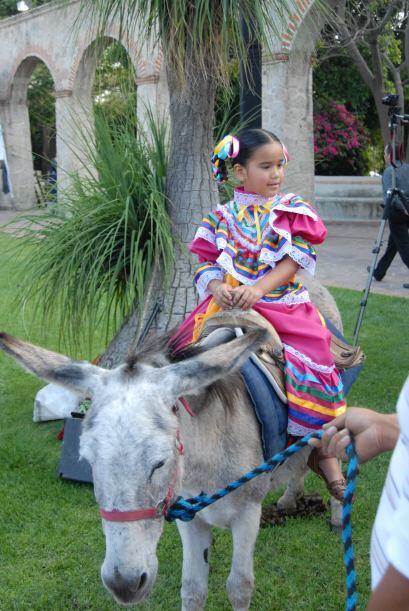 Las hijas de Karla Martínez comenzaron a disfrutar la fiesta.