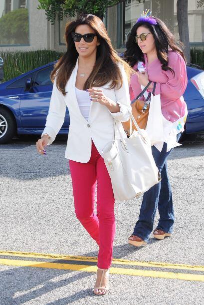 La actriz llevó a su hermana con su estilista.  Mira los chismes del mom...