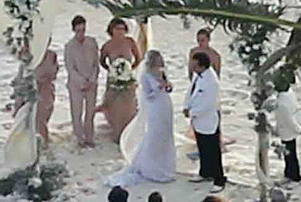 Se dieron el sí en la isla privada propiedad del actor.