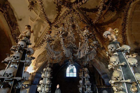 Fueron tantas las personas que fueron sepultadas ahí que la capilla del...