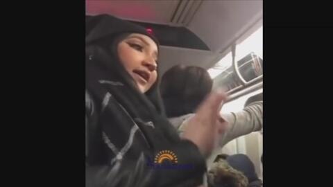 Latina defiende a una pareja musulmana de otra hispana en pleno metro de...