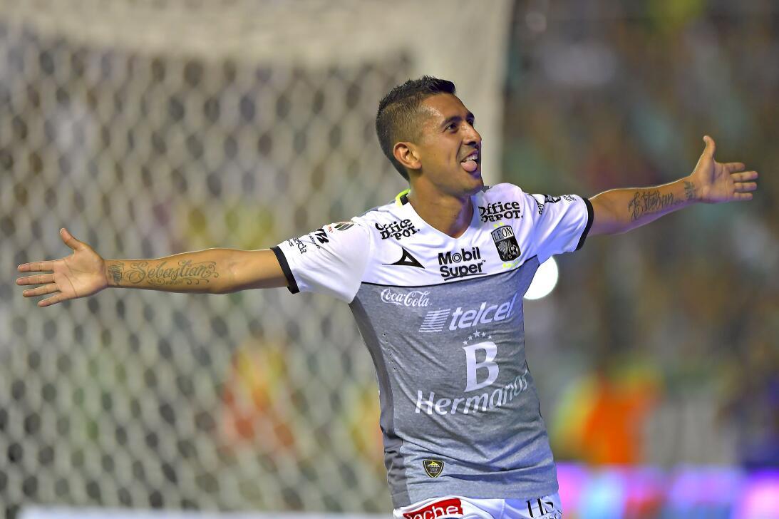 León golea en 20 minutos de gloria Elias Hernandez Leon.jpg