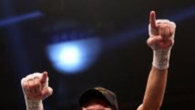 Jamie McDonnell venció a Julio Ceja y se coronó campeón gallo de la FIB.