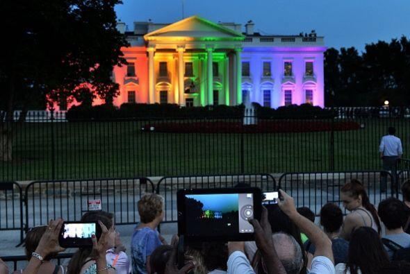 Poco antes, la Casa Blanca había puesto un dibujo de la mansión presiden...