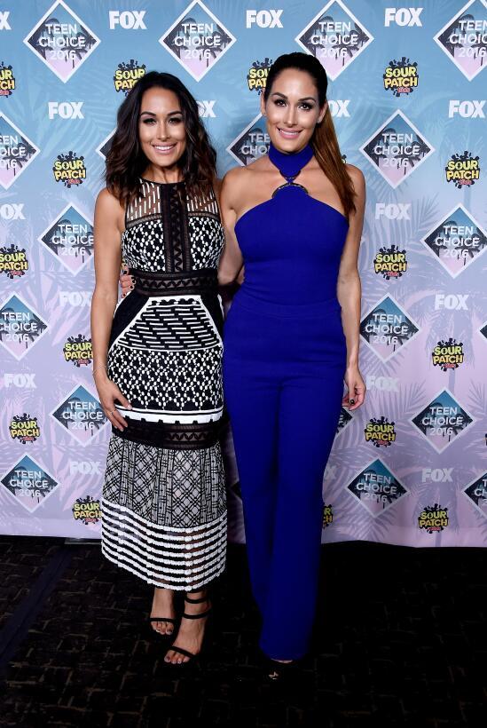 Las Bella, las gemelas guerreras que se roban el show en la lucha libre...