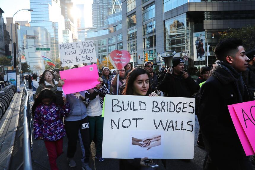"""""""Construye puentes, no muros""""."""