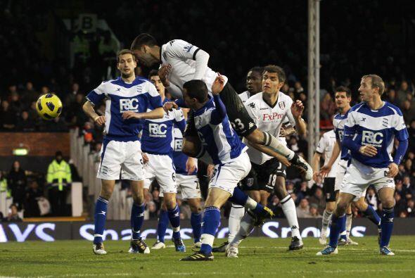 Clint Dempsey, una vez más, marcó el gol del Fulham que empató 1 a 1 con...
