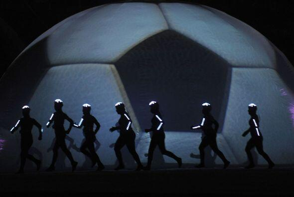 El balón como el centro, escencia y origen de la Copa América, un torneo...