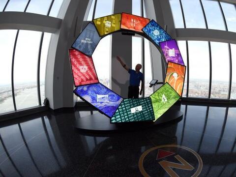 Mientras está en funcionamiento, el anillo se vuelve multicolor.