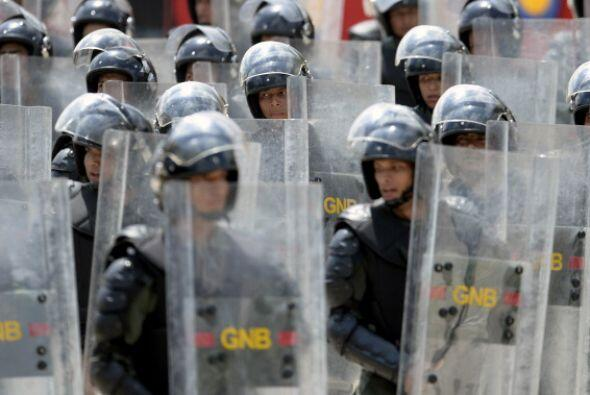 Cientos de manifestantes salieron rumbo a la sede de la Nunciatura Apost...