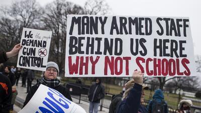 Una protesta este lunes en Washington contó con manifestantes de...