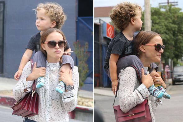 Natalie Portman no solo es bella, sino musculosa ¡Cargó en...
