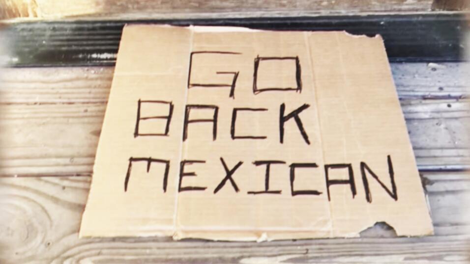 Alejandro de la Peña, dueño de una cafetería, abrió su tienda el 20 de m...