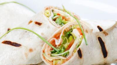 Come sano y delicioso con lechuga, camarón y mucho sabor.