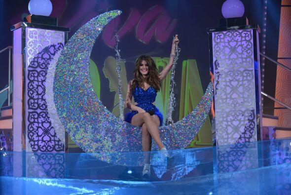 Con el tema 'Baño de luna', y una espectacular escenografía puso a baila...