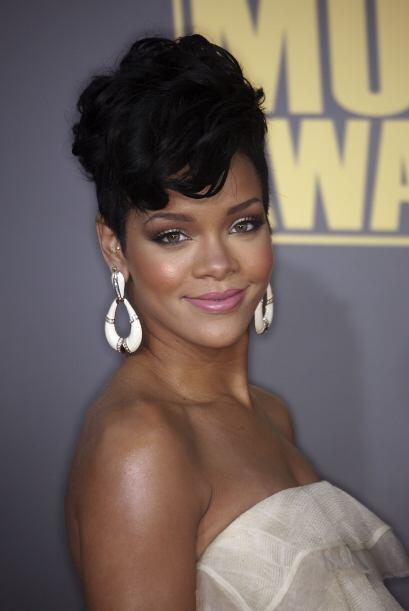 En un principio la oficina de Rihanna mandó un comunicado explicando que...