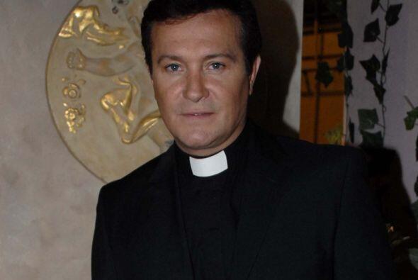 """Arturo Peniche trajo a dos hermanas de la greña """"En nombre del amor""""."""
