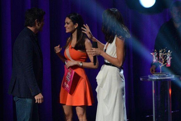 El actor Daniel Arenas y Ale también felicitaron a esta jovencita...