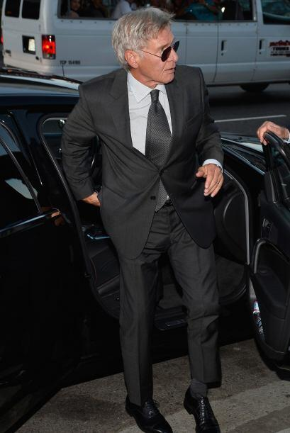 A Harrison Ford parece que le tronaron los huesitos al bajarse de la lim...