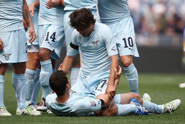 El brasileño Hernanes abrió el marcador para el Lazio que recibía al Parma.