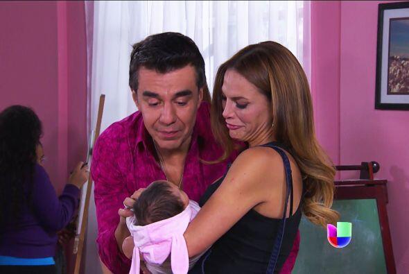 Es momento Jenni, debes despedirte de Aura, su padre llegó por ella.