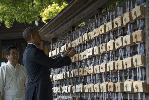 Y luego de visitar un santuario de paz y armonía el presidente visitó un...