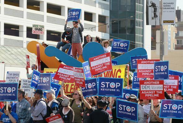 Muchos protestaban contra Keystone XL, un oleoducto de 1,700 millas prop...