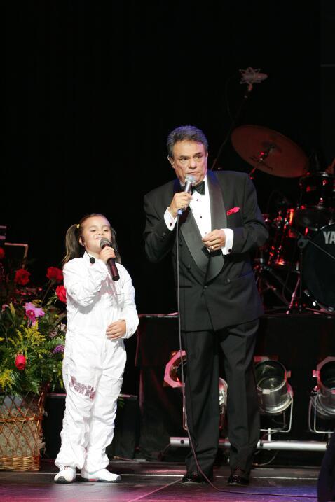 José José se subió al escenario con sus tres hijos...