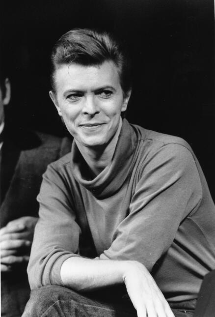 En esta foto del 17 de septiembre de 1980, David Bowie durante una confe...