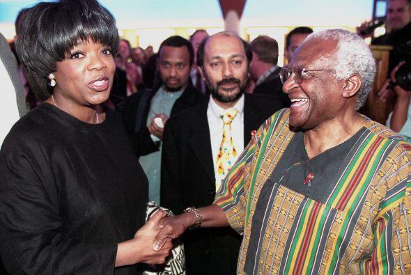 Oprah siempre se ha involucrado en causas benéficas.  Mira aqu&ia...