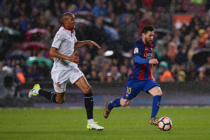 Messi y Barcelona fulminan al Sevilla y se mantienen en la pelea por La...