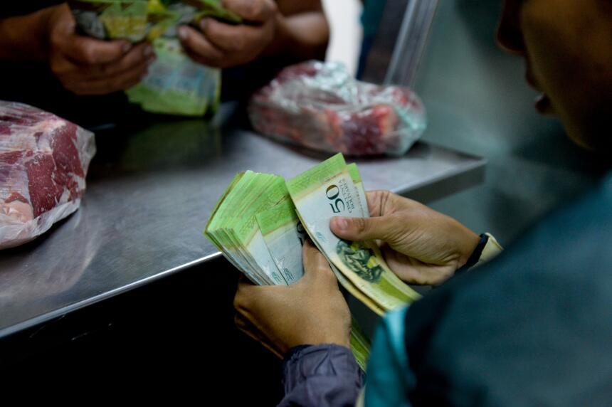 Venezuela registró una inflación de 180.9% en 2015, proyectada por el Fo...