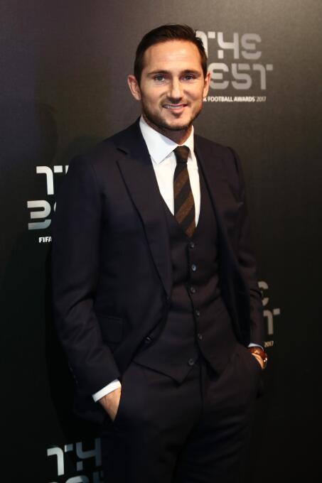 Celebridades y leyendas del fútbol en la alfombra roja de los premios Th...