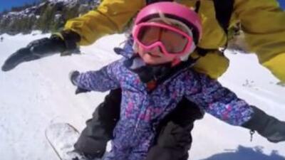 Steve Klassen montó a su hija de 3 años en su snowboard. Al comienzo es...