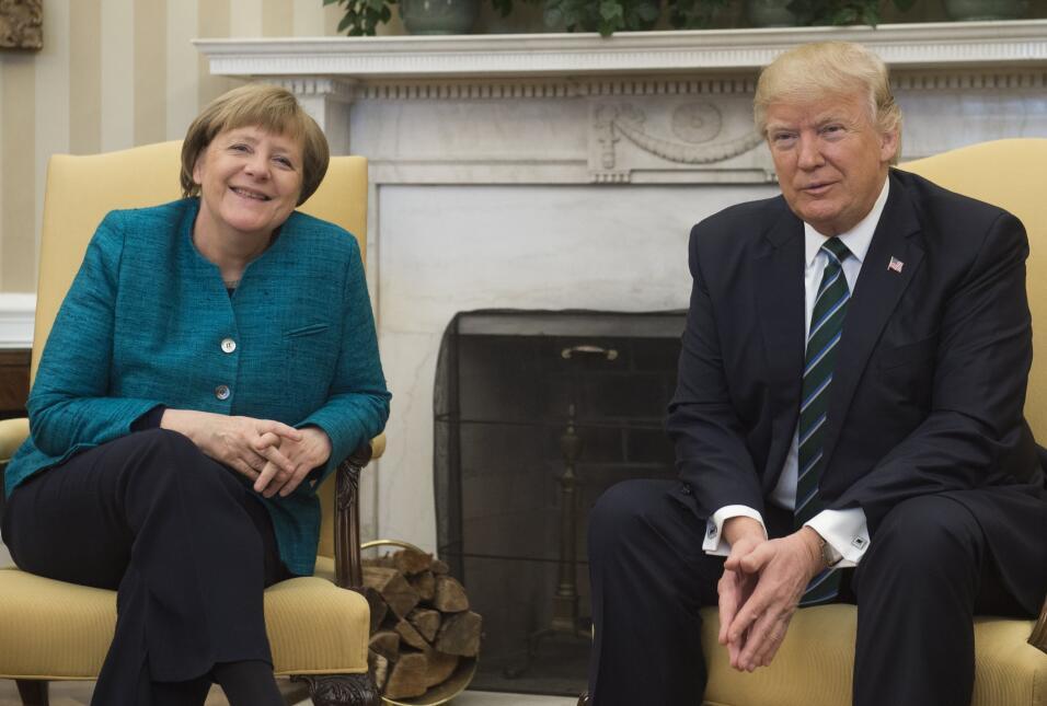 """""""Por lo menos tenemos algo en común"""": Trump insiste frente a Merkel en q..."""