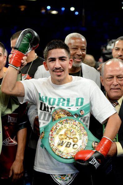 """"""" Leo 'Terremoto' Santa Cruz, demostró un boxeo técnico y preciso para a..."""